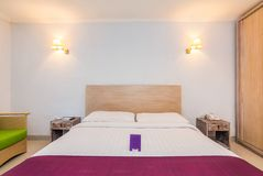 Chambre à coucher de luxe superbe d'hôtel image stock