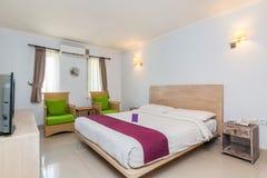 Chambre à coucher de luxe superbe d'hôtel photographie stock libre de droits