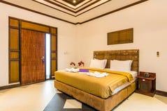 Chambre à coucher de luxe superbe d'hôtel photos stock
