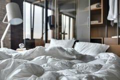Chambre à coucher de style de grenier Images stock