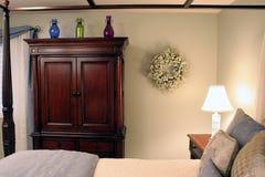 Chambre à coucher doucement allumée Photographie stock