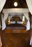 Chambre à coucher en bambou exotique de hutte images libres de droits