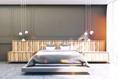 Chambre à coucher grise et en bois, lit gris modifié la tonalité Image stock