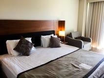 Chambre à coucher à l'hôtel photographie stock libre de droits