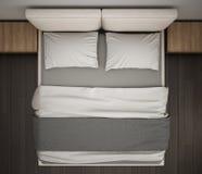 Chambre à coucher moderne, vue supérieure, plan rapproché sur le double lit gris et crème, plancher de parquet, conception intéri photographie stock libre de droits