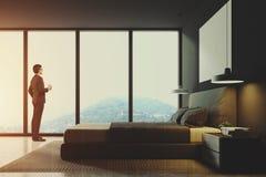 Chambre à coucher panoramique grise, vue de côté modifiée la tonalité Images stock