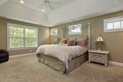 Chambre à coucher principale avec des murs d'or Photo stock