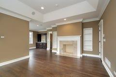 Chambre à coucher principale avec la cheminée de marbre Photographie stock