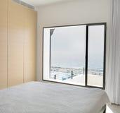 Chambre à coucher principale avec une vue Images libres de droits