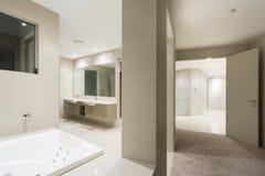 Chambre à coucher principale et Bath images libres de droits
