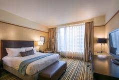 Chambre à coucher principale moderne dans un hôtel Photos libres de droits