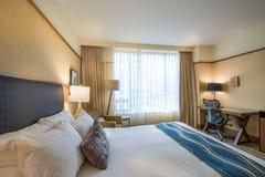 Chambre à coucher principale moderne dans un hôtel Image libre de droits