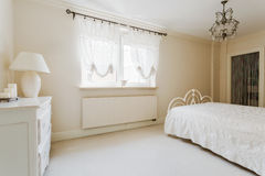 Chambre à coucher romantique élégante Photographie stock libre de droits