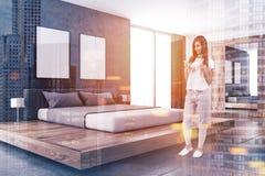 Chambre à coucher scandinave de mur en béton, affiches modifiées la tonalité Image libre de droits