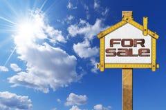 Chambre à vendre le signe - mètre en bois illustration libre de droits
