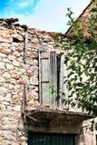 Chambre abandonnée de mortier de pierre et de boue, Grèce image stock