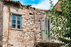 Chambre abandonnée de mortier de pierre et de boue, Grèce photos stock