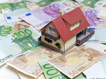 Chambre avec d'euro billets de banque Photos stock