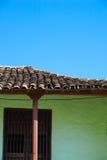 Chambre avec le toit carrelé photographie stock libre de droits