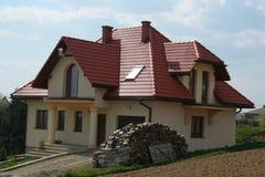 Chambre avec le toit rouge Images libres de droits