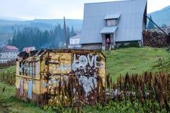 Chambre avec un récipient dans Dragobrat Ukraine images stock