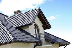 Chambre avec un toit moderne images libres de droits