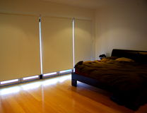 Chambre à coucher, abat-jour vers le bas Image stock