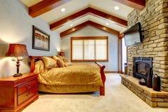 Chambre ? coucher de luxe de maison de montagne Photo libre de droits
