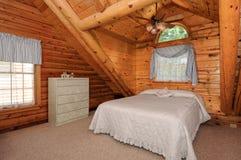 Chambre à coucher moderne de maison de logarithme naturel Image libre de droits