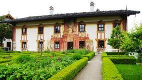 Chambre décorée des fresques. Oberammergau photos stock