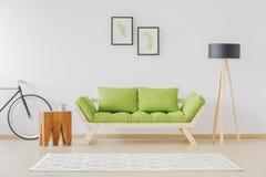 Chambre d'étudiant minimaliste et naturelle images libres de droits