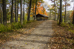 Chambre d'abri en parc du Michigan pendant l'automne Image stock