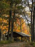 Chambre d'abri en parc du Michigan pendant l'automne Image libre de droits