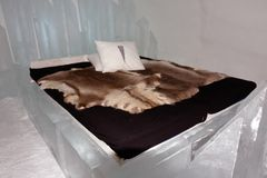 Chambre d'amis dans l'Icehotel Images stock