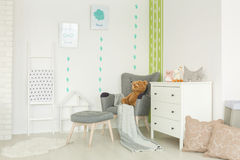 Chambre d'enfant avec le décor de cactus images libres de droits