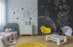 Chambre d'enfant dans le style cosmique Images libres de droits