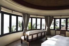 Chambre d'hôtel à un lieu de villégiature luxueux Photographie stock