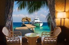 Chambre d'hôtel et horizontal tropical photos stock