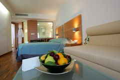 Chambre d'hôtel moderne Photos stock