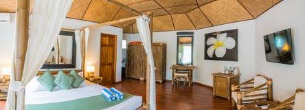 Chambre d'hôtel tropicale typique Photos libres de droits