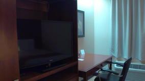 Chambre d'hôtel avec deux bâtis banque de vidéos