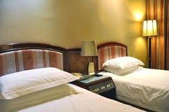Chambre d'hôtel luxueuse Photographie stock libre de droits