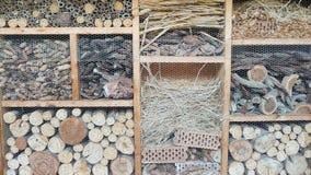 Chambre d'Incect Construction de différents matériaux pour les insectes images stock