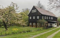 Chambre dans le jour de village de Herrenwande au printemps Images stock