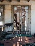 Chambre dans les ruines, abandonnées et détruites images libres de droits