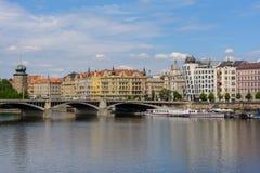 Chambre de danse au remblai de rivière de Vltava à Prague, République Tchèque Photographie stock
