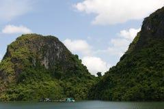 Chambre de flottement de compartiment de Halong Photographie stock