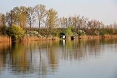 Chambre de lac en Autumn Reflecting en rivière photo libre de droits