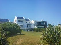 Chambre de luxe devant la plage Photos libres de droits