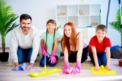 Chambre de nettoyage de famille Photos stock